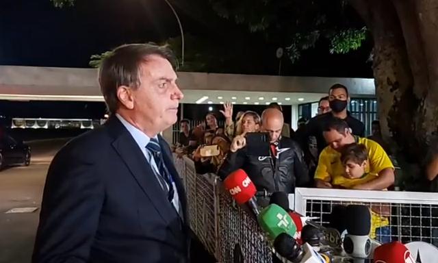 """""""E daí? Lamento, quer que eu faça o quê?"""", diz Bolsonaro sobre recorde de mortos"""
