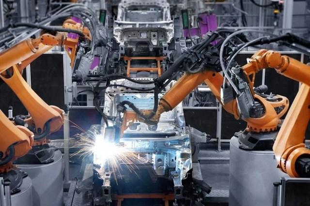Fábrica de carros devem voltar ao trabalho em junho