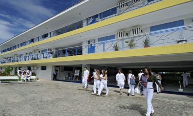 Faculdade de Medicina de JP não antecipa colação de grau e alunos denunciam quebra de acordo