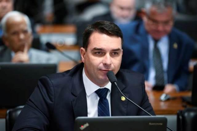 Fortes indícios de autoria de crimes, diz STJ ao negar recurso de Flávio