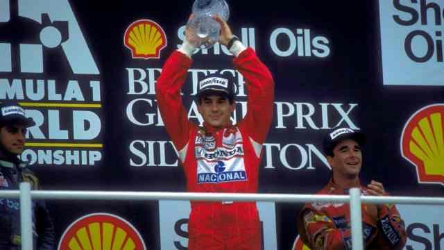 Há 35 anos, Ayrton Senna comemorava primeira vitória na F-1