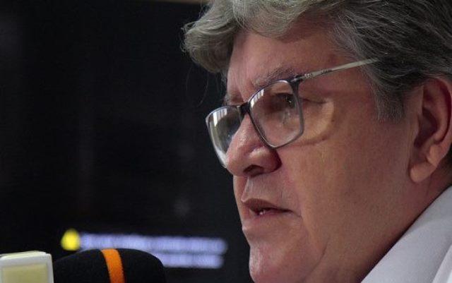 """João critica demissão de Mandetta por """"ciúmes"""" em momento """"delicado"""""""