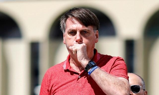 Justiça dá 48 horas para Bolsonaro apresentar exame de coronavírus