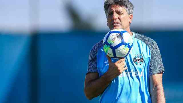Renato Gaúcho vira consultor de Bolsonaro sobre volta do futebol