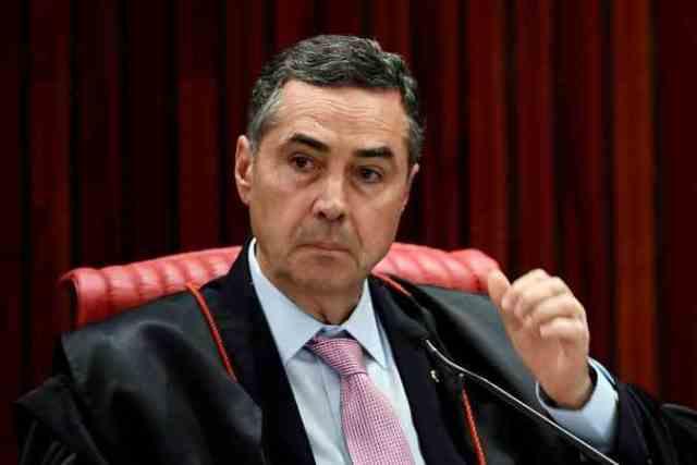 ''Forças Armadas são do Brasil, não do governo'', diz Barroso
