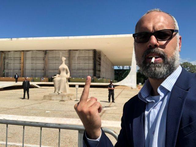 Allan dos Santos, chefe da milícia virtual, desafia STF após ato golpista com Bolsonaro