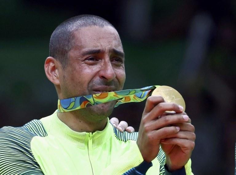"""Bicampeão olímpico, Serginho se aposenta do vôlei aos 44 anos: """"Tudo valeu a pena"""""""