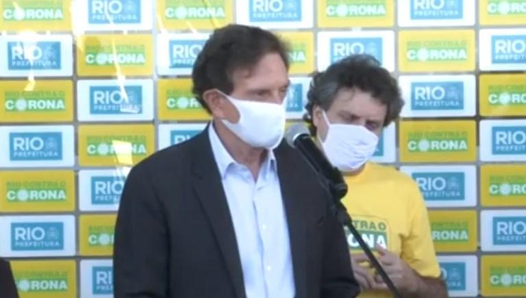 Crivella agradece a clubes e diz que, por telefone, Botafogo e Fluminense aceitaram volta; Flu nega