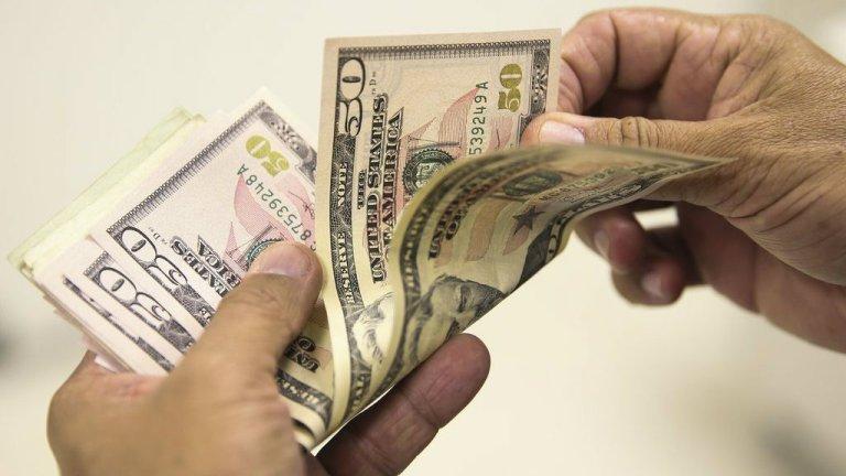 Dólar sobe e bate novo recorde