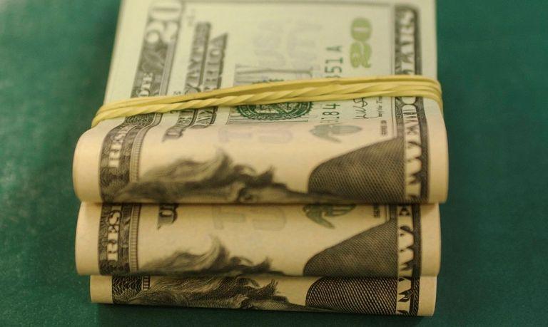 dólar caiu para a menor cotação