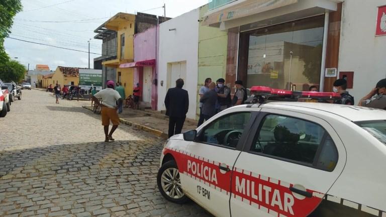 Donos de loja são presos por desobediência após reabrirem comércio não essencial no sertão da Paraíba