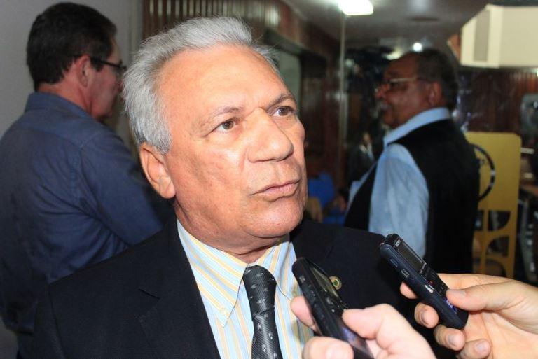 Em bate-boca ao vivo, prefeito de Cajazeiras diz que hospital da cidade não deve atender vítimas da Covid-19 de outros municípios