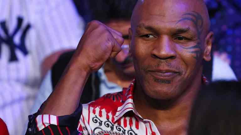 Mike Tyson diz que anunciará sua volta aos ringues nesta semana