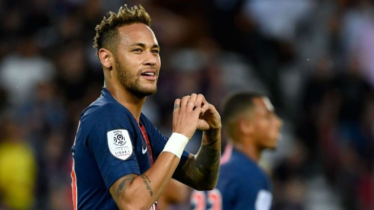 Neymar vai reduzir o salário para jogar no Barcelona, diz emissora de TV espanhola