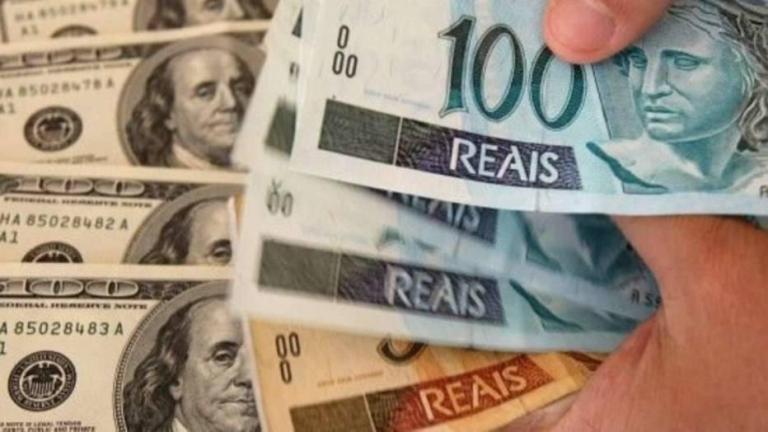 Dólar dispara