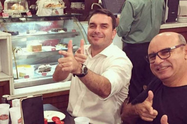 """Procurador admite que há """"fortes indícios de crime de lavagem de dinheiro"""" por Flávio Bolsonaro"""