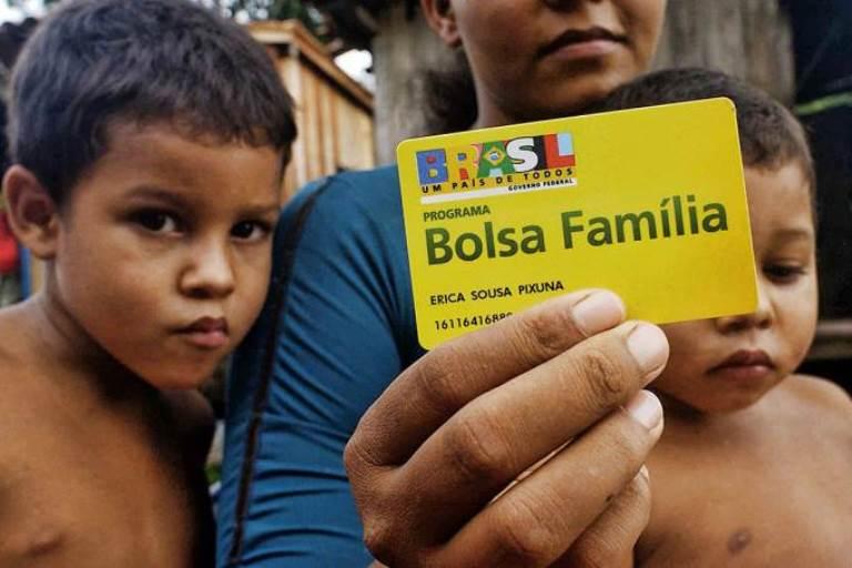 Governo transfere R$ 83,9 milhões do Bolsa Família para propaganda oficial