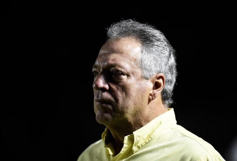 """Abel Braga rebate vice do Flamengo após acusações e promete processá-lo: """"Decepção"""""""