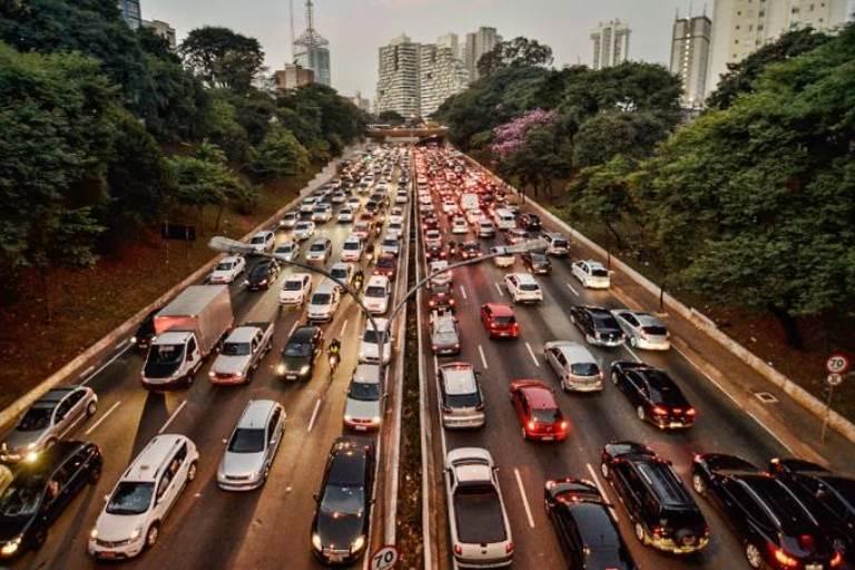 Câmara aprova projeto que aumenta limite de pontos e validade da CNH