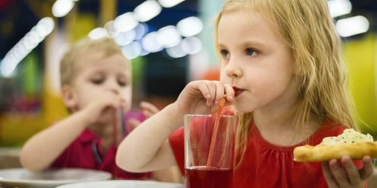 Consumo de adoçante por crianças é alto, principalmente em bebidas