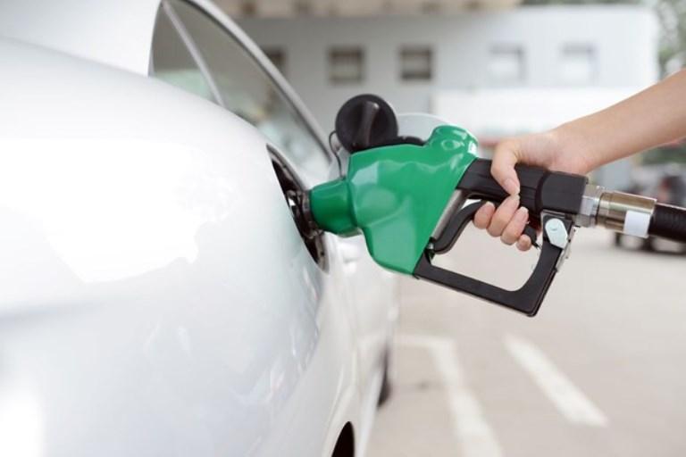 Gasolina brasileira ficará mais eficiente (e cara) a partir de agosto.