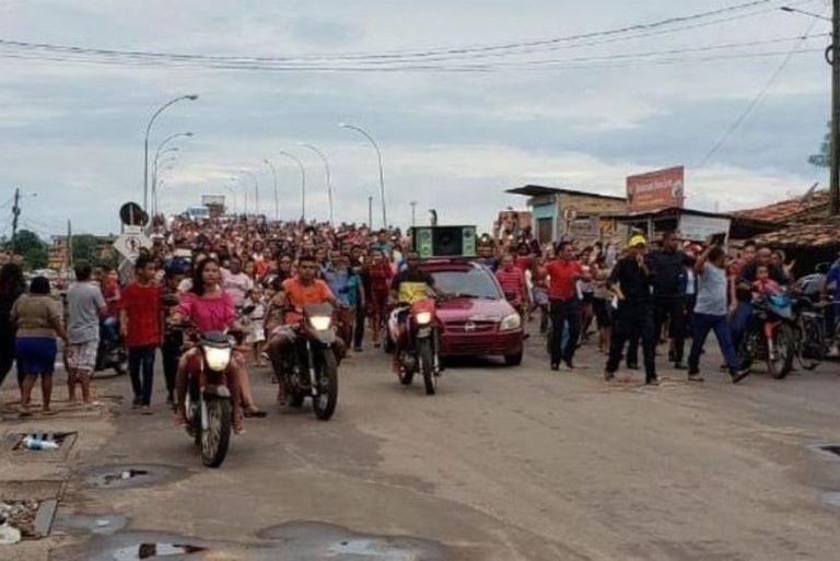 Manisfestantes protestam contra Covid-19 e uso de máscaras: 'Deus não se agrada de medrosos'