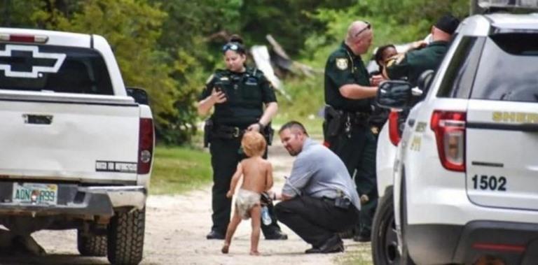 Menino de 3 anos desaparece e é protegido por cães até a chegada da polícia