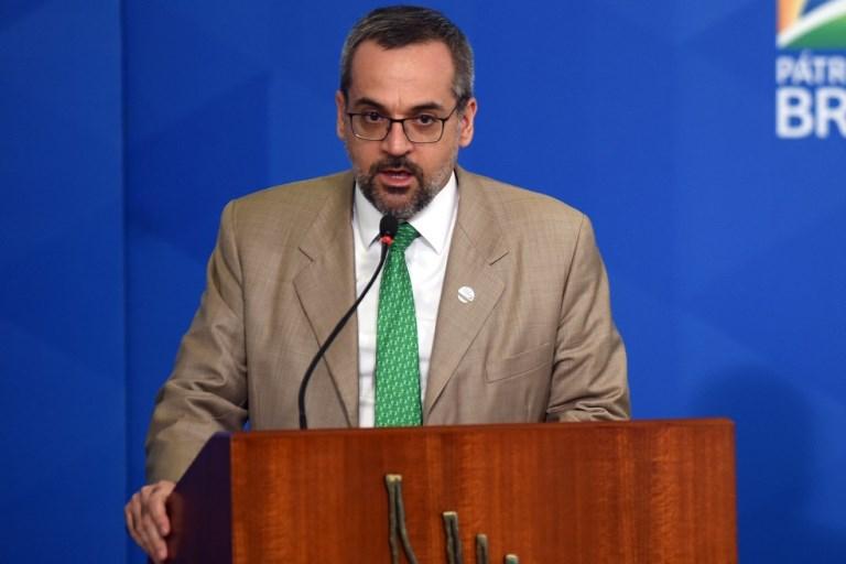 Ministro da Educação, Abraham Weintraub, anuncia saída do cargo em vídeo com Bolsonaro