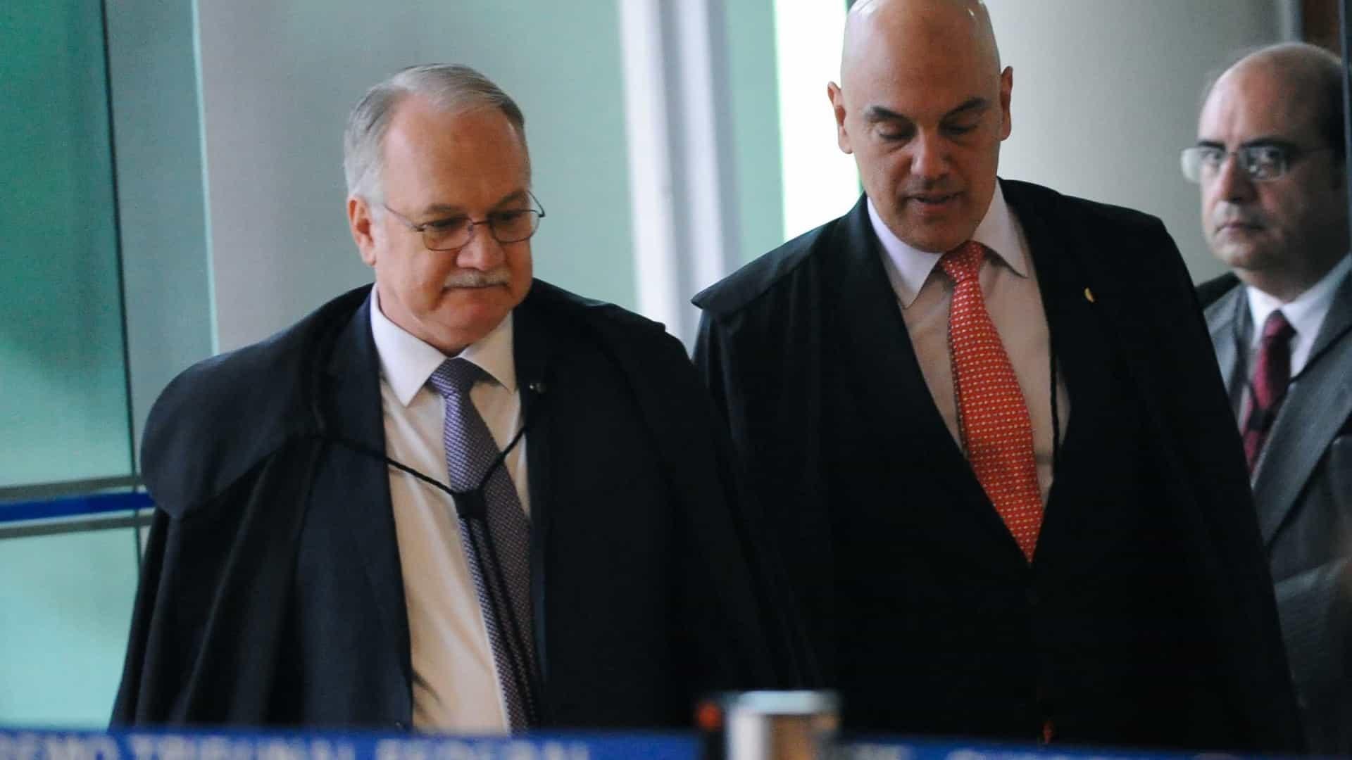 Moraes pede vista e TSE adia julgamento de 2 ações contra Bolsonaro