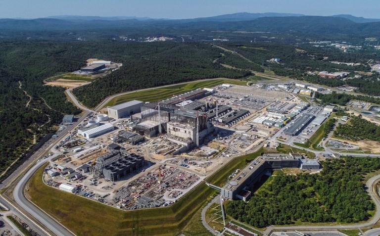 Engenheiros iniciam a construção do maior reator de fusão do mundo
