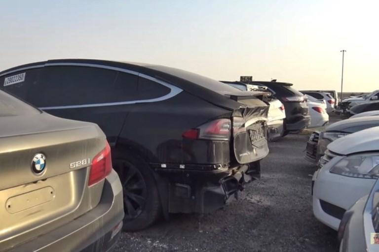 Por que carros são abandonados em Dubai?