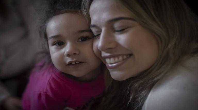 Após obter 'remédio mais caro do mundo' menina vive nova rotina