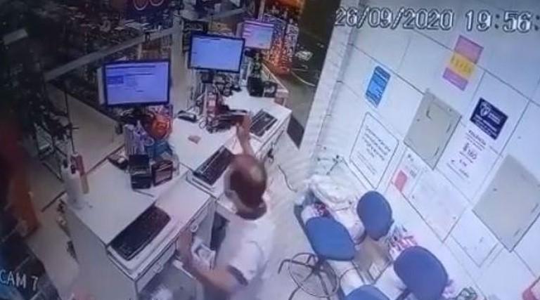 Câmeras registram assalto a farmácia em João Pessoa; veja vídeo