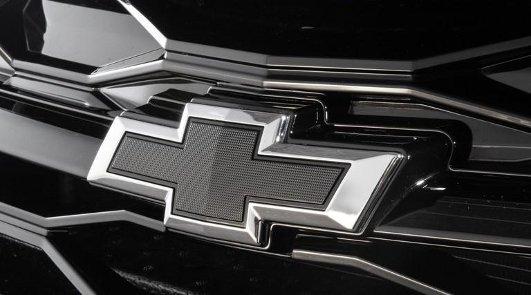Chevrolet confirma Onix Plus Midnight com visual todo preto
