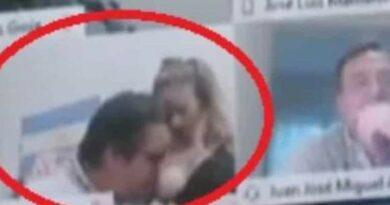 Deputado é suspenso após ser flagrado em cena erótica em sessão virtual