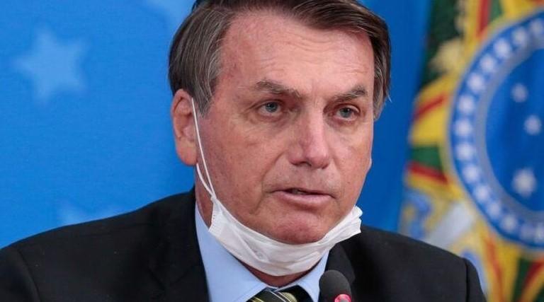mascara-e-ultimo-tabu-a-cair-diz-bolsonaro-sobre-prevencao-contra-a-covid-19
