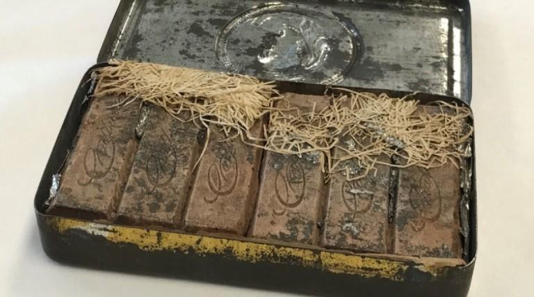 chocolate-de-121-anos-sao-encontrados-em-biblioteca-australiana